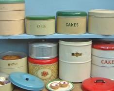 Cake tins & boxes