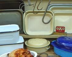 Roasting pans & meat hooks
