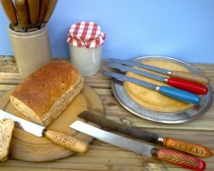 Bread knives